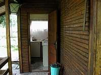 kuchyňka na verandě - pronájem chaty Pyšely