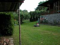 spodní část zahrady - chata k pronájmu Pyšely