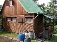 vstup na krytou rohovou verandu - pronájem chaty Pyšely