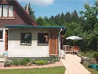 Chalupa u Potoka, Kuchyně a postranní terasa - ubytování Struhařov