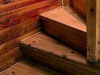 Chalupa u Potoka, schody do patra - Struhařov