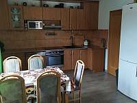 Kuchyň přízemí - chalupa k pronájmu Mnichovice