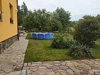 Pohled od vchodu - chalupa k pronajmutí Mnichovice