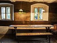 """Lukov OPEN """"Stůl, u kterého zasedli tři císaři"""" - chalupa k pronajmutí Vraný - Lukov"""