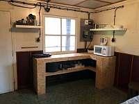 Kuchyňský kout - chata k pronajmutí Statenice