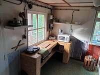 Kuchyňský kout - pronájem chaty Statenice