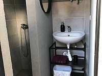 Sprchový kout - pronájem chaty Statenice