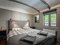 Ložnice s manželskou postelí - chata ubytování Dolní Břežany - Jarov