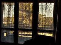 obývák (výhled) - chata k pronajmutí Vranov - Bučina