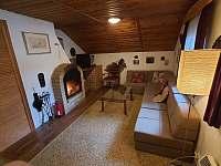Ložnice s obývacím pokojem podkroví - chata k pronájmu Březová-Oleško