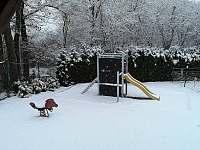 Vedeni - hřiště pod sněhem - Lštění