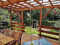 Vedeni-pohled z terasy s místem na gril - chata k pronajmutí Lštění