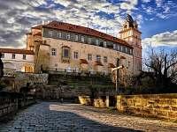 Zámek Brandýs n.L. patřil Habsburgům (10 min. autem) - chata k pronajmutí Lhota
