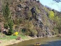 Chata - pohled od řeky