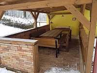 Sezení v pergole - chalupa k pronájmu Klášterec nad Orlicí