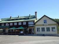 Hotel Zlatý potok je vhodný pro stravování - 5minut chůze od chalupy