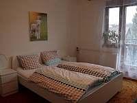 Ložnice s balkónem - apartmán ubytování Deštné v Orlických horách