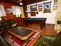 Společenská místnost - chalupa k pronájmu Dolní Morava