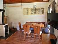 chatka č1 obývací část s kamny - k pronajmutí Olešnice v Orlických horách