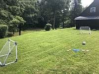 zahrada na míčové hry - chalupa k pronajmutí Rokytnice v Orlických horách