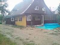 celkový pohled na dům ze zahrady - Červená Voda