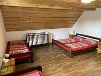 4 lůžkový pokoj + dětská postýlka - pronájem chalupy Červená Voda