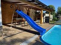 Bazén 5x3 metrů + skluzavka - chalupa ubytování Červená Voda