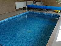 bazén ve vedlejším objektu - Dolní Houžovec