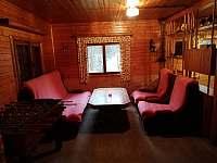 společenská místnost s herním stolem (rozkládací pohovka-přistýlka pro 2 osoby) - chata k pronájmu Vamberk - Peklo nad Zdobnicí