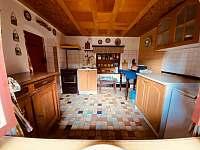 kuchyň - chalupa k pronájmu Kvasiny