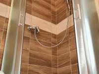 Koupelna 2 v prvním poschodí_ - chalupa k pronájmu Heroltice u Štítů