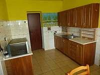 Kuchyň v přízemí - pronájem chalupy Heroltice u Štítů