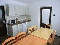 Kuchyň v prvním poschodí - chalupa k pronájmu Heroltice u Štítů