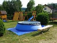 Venkovní bazén pro děti - chalupa k pronájmu Heroltice u Štítů