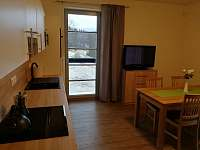 Pohled od dveří do kuchyně - apartmán k pronajmutí Říčky v Orlických horách