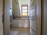 Koupelna s novým sprchovým koutem - apartmán k pronájmu Říčky v Orlických horách