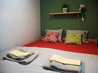 Chata Anička - ložnice s manželskou postelí - Přívrat