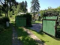 Chata Anička - vjezdová brána - k pronajmutí Přívrat