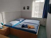 dvoulůžkový pokoj v přízemí - chalupa k pronájmu Solnice
