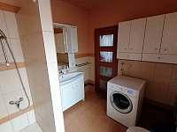 koupelna v přízemí - chalupa k pronájmu Solnice