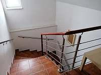 schodiště do 1.patra - Solnice