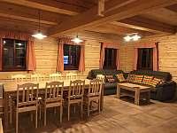 Jídelní stůl s obývacím prostorem - roubenka k pronájmu Bartošovice v Orlických horách