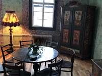 Hospodský stůl v Goldene Krone.
