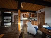 obytná kuchyň - chalupa k pronajmutí Zdobnice v Orlických horách