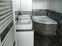 koupelna s wc patro - chalupa k pronajmutí Verměřovice