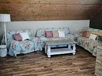 obývací pokoj s jídelnou -patro - chalupa k pronájmu Verměřovice
