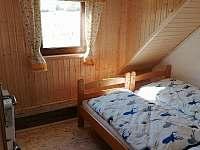 malý pokoj pro 2 lidi v pokroví - pronájem roubenky Orlické Záhoří