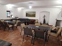 společenská místnost - pronájem chalupy Dolní Boříkovice