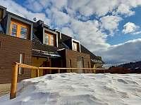 Hotelová budova s našim ubytováním - Říčky v Orlických horách