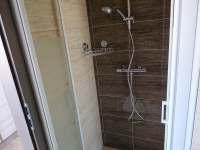 Sprcha - pronájem chalupy Šanov u Červené Vody